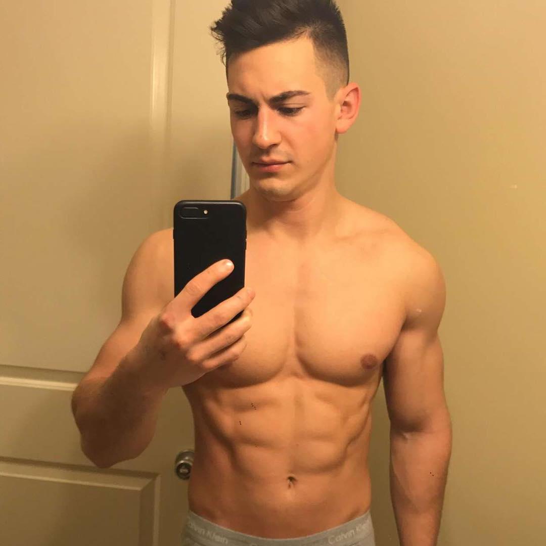 sexy-bro-next-door-shirtless-muscle-body-selfie