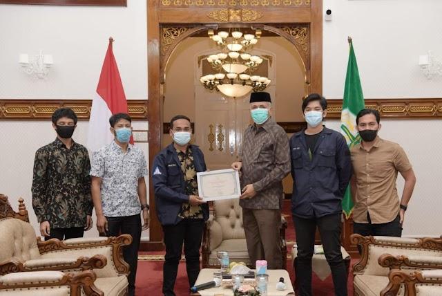 Gubernur Aceh Terima Penghargaan dari IKAPA Bandung