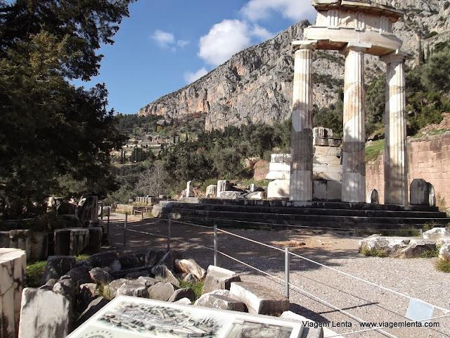 Tholos, no santuário de Athena Pronaia
