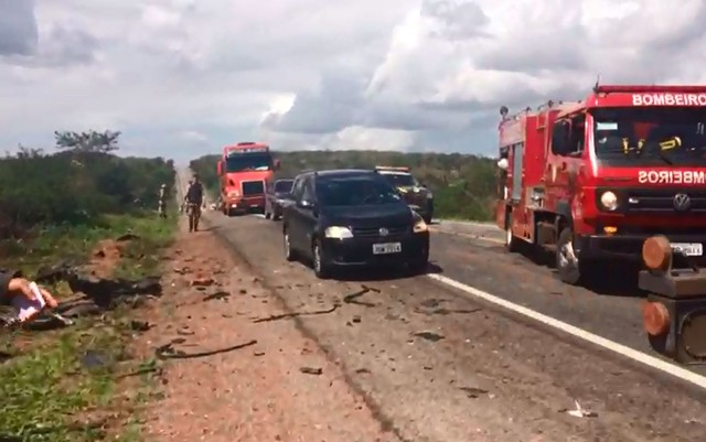 Seis pessoas morrem após batida frontal entre dois carros, diz PRF