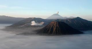 2 Contoh Karangan Singkat Liburan Ke Gunung Bromo Dan Gunung Merapi