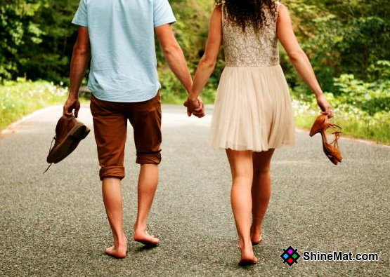 Romantic Couple Walking In The Evening | ShineMat.com