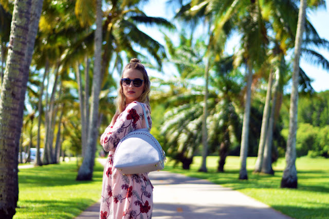 blonde fashion blogger wearing floral blush dress with grey statement oliver bilou handbag