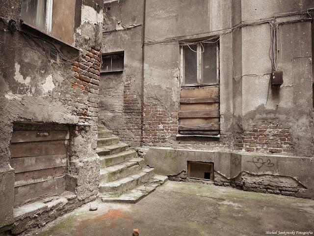 Opuszczona część kamienicy przy Waliców 12, Warszawa