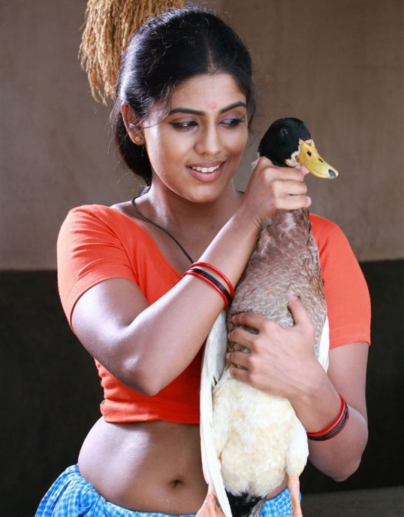 Iniya latest photos