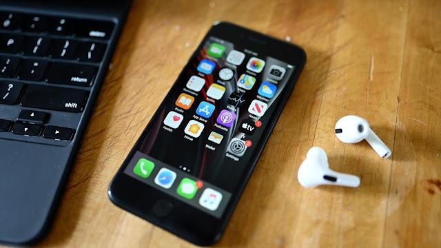 كيفية توصيل AirPods بـ iPhone SE 2020