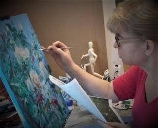 Karine Babel est en train de faire la peinture de roses