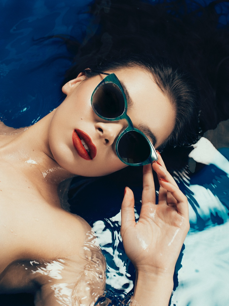 Actress Hailee Steinfeld models Prive Revaux The Pia sunglasses