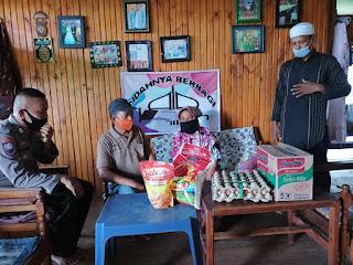 Indahnya Berbagi! Bripka Eko Purnomo Bhabinkamtibmas Polsek Enrekang Kembali Salurkan Bantuan Untuk Masyarakat