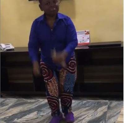"Osita Iheme A.k.a Pawpaw Holds Cash As He Dances ""Gbeku"" (VIDEO)"