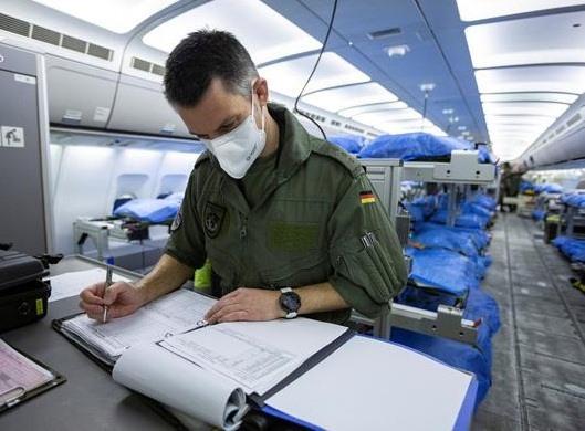 Số ca tử vong của Italy vượt 10.000, Mỹ là 121.478 ca nhiễm