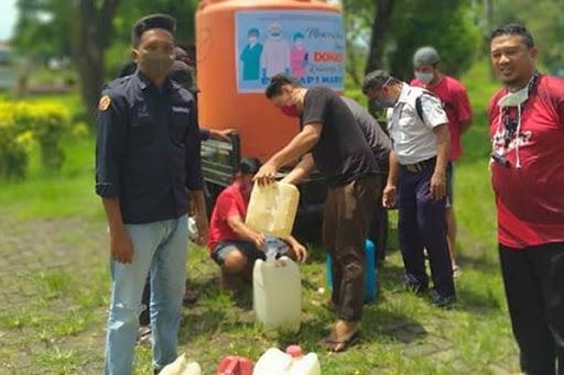 BRPBAP3 Maros Berikan Cairan Desinfektan Gratis kepada Masyarakat