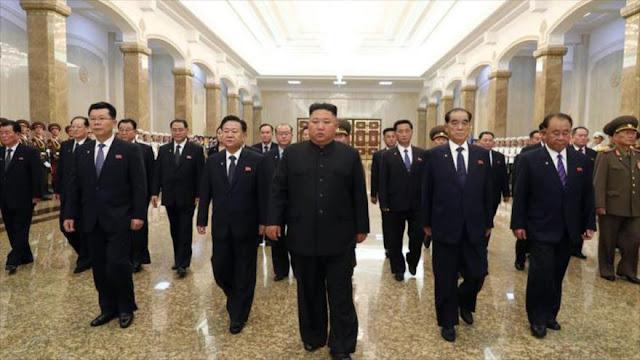 Kim Jong-un aparece en público para rendir tributo a su abuelo