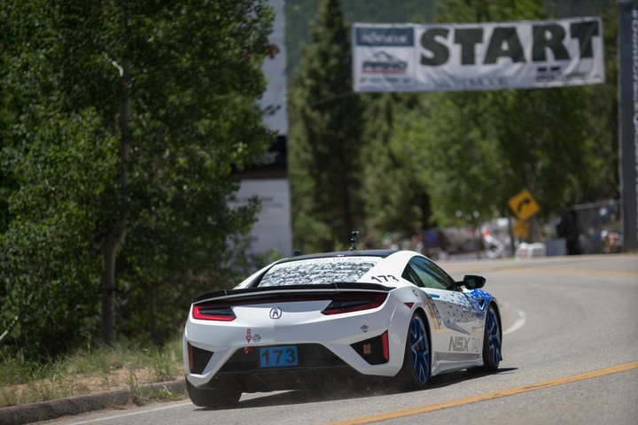 Pikes Peak Hill Climb 2017 >> 2017 Acura Nsx Supercar Claims Class Victory In North