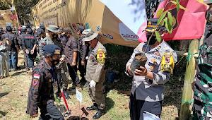 KBPP Polri Jabar, Tanami Pohon di Lahan Rawan Bencana Wilayah Cimanggung Sumedang
