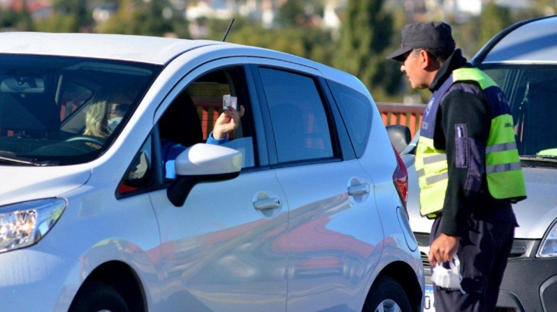 Disponen ocho días de restricción total de circulación en Bariloche y Cipolletti