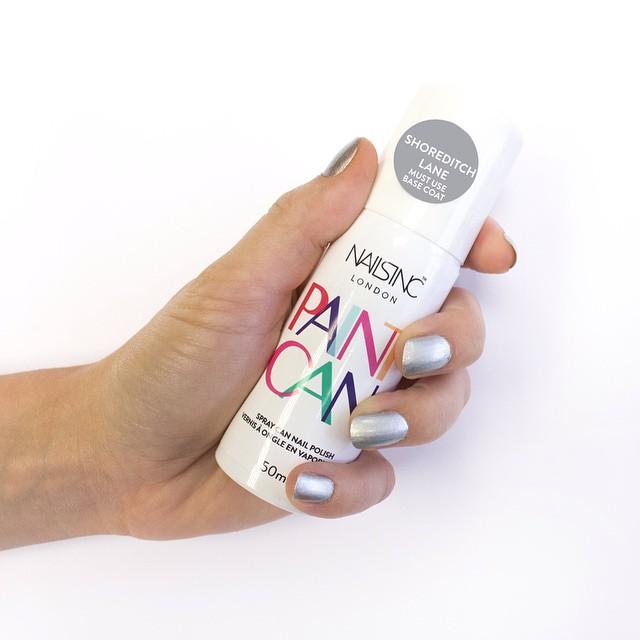 Com a promessa de ser 'a manicure mais rápida do mundo' e facilitar a vida de quem prefere fazer as próprias unhas, chega ao mercado em novembro o Paint Can, um esmalte em spray que