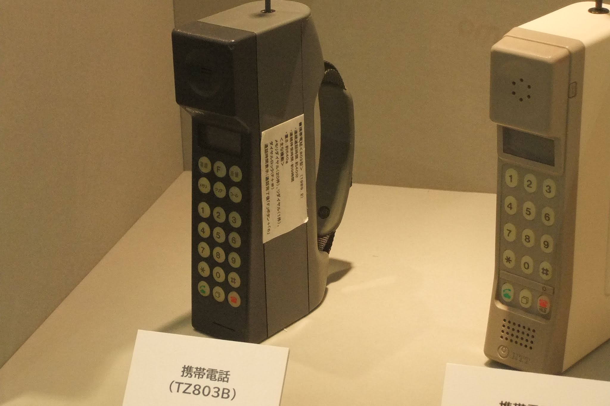 docomo-TZ803B-old-mobilephone ドコモの初期型携帯電話