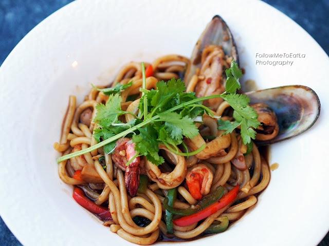 Udon Pad Prik Gung Nam Yead  Spicy Braised Udon Noodle with Fresh Water Prawn
