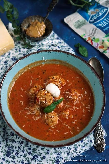 zupa, pomidorowa, maslo orzechowe, pulpety, klopsiki, obiad, pomidory, bernika, vegeta, kulinarny pamietnik