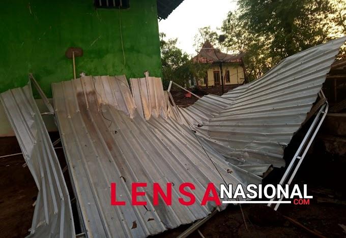 Desa Wisata Setanggor Diterjang Angin Puting Beliung, Beberapa Rumah Warga Runtuh