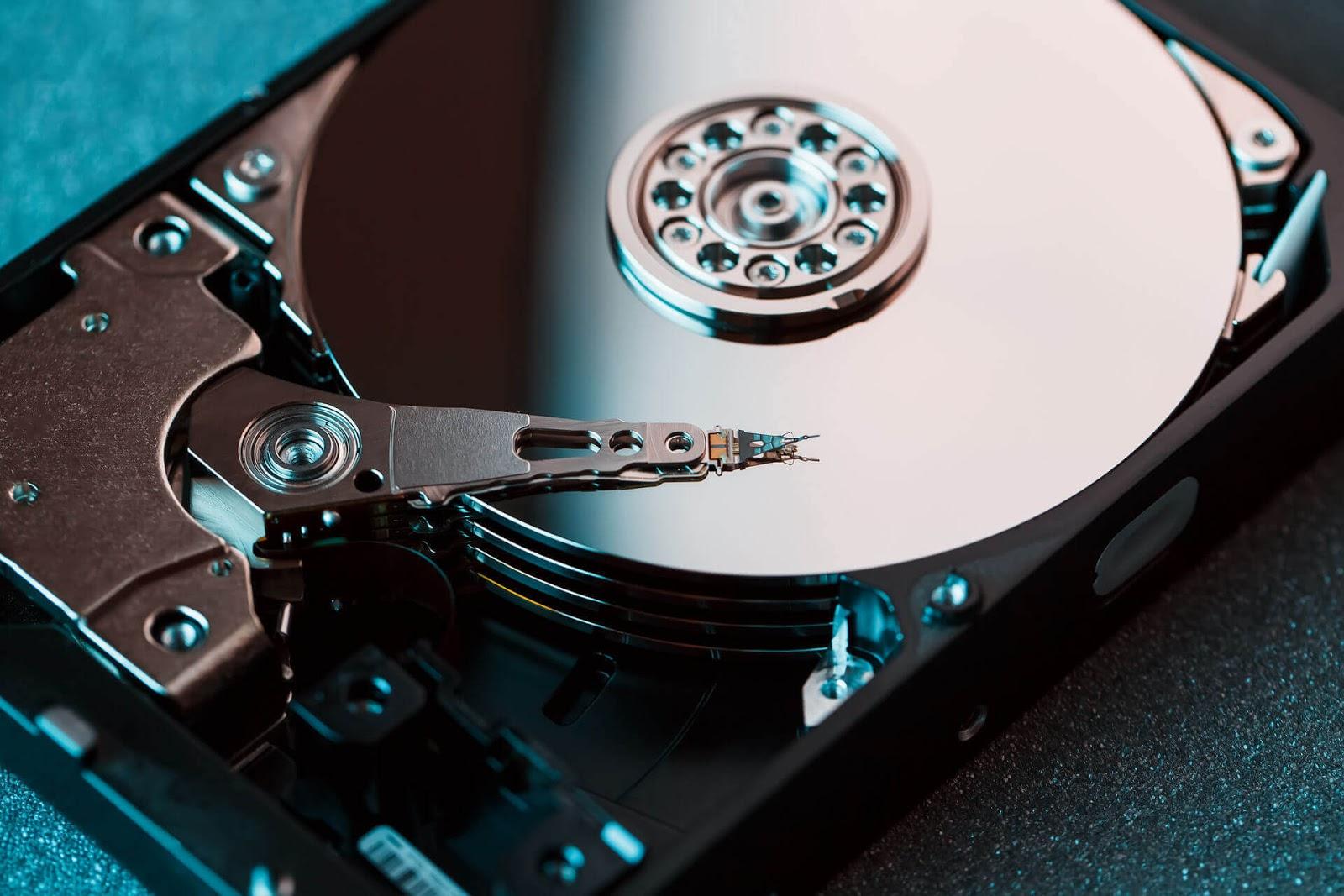 كيفية زيادة سرعة القرص الصلب وتحسين الأداء في Windows 10