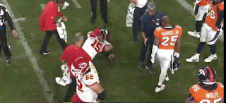 Patrick Mahomes knees injury | Broncos vs Chiefs match