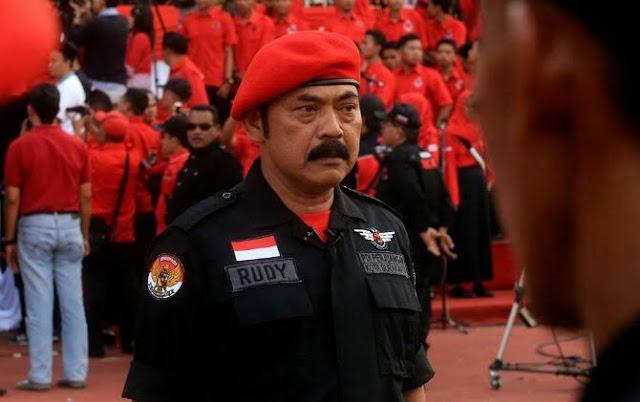 Ketua Dewan Pimpinan Cabang (DPC) Partai Demokrasi Indonesia Perjuangan (PDIP) Solo FX Hadi Rudyatmo mengakui kecewa dengan turunnya rekomendasi pada Gibran Rakabuming Raka dan Teguh Prakosa. Pasalnya hasil yang keluar tidak sesuai dengan usulan nama yang diajukan oleh DPC PDIP Solo