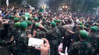 Bentrokan Pecah! Gema Revolusi Menggaung di Depan Istana Kepresidenan Bogor