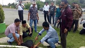 Aktivis, Ormas dan Wartawan Potong Kambing di Gerbang Kompleks Perkantoran Bupati Tebo