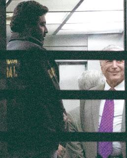 """El ex-presidente brasileño Michel Temer (2016-2018) fue puesto en libertad ayer tras pasar cuatro noches en prisión preventiva bajo la sospecha de ser el """"líder"""" de una organización criminal que incurrió en delitos de corrupción los últimos 40 años."""