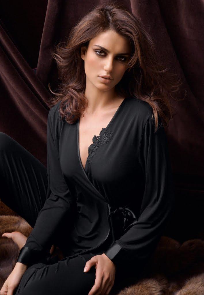 Sexy Babe Lingerie Pics