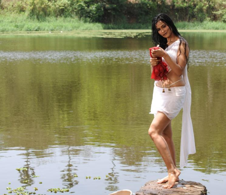 Download Song Lock Up By Karan: Shweta Tiwari In Bin Bulaye Baraati