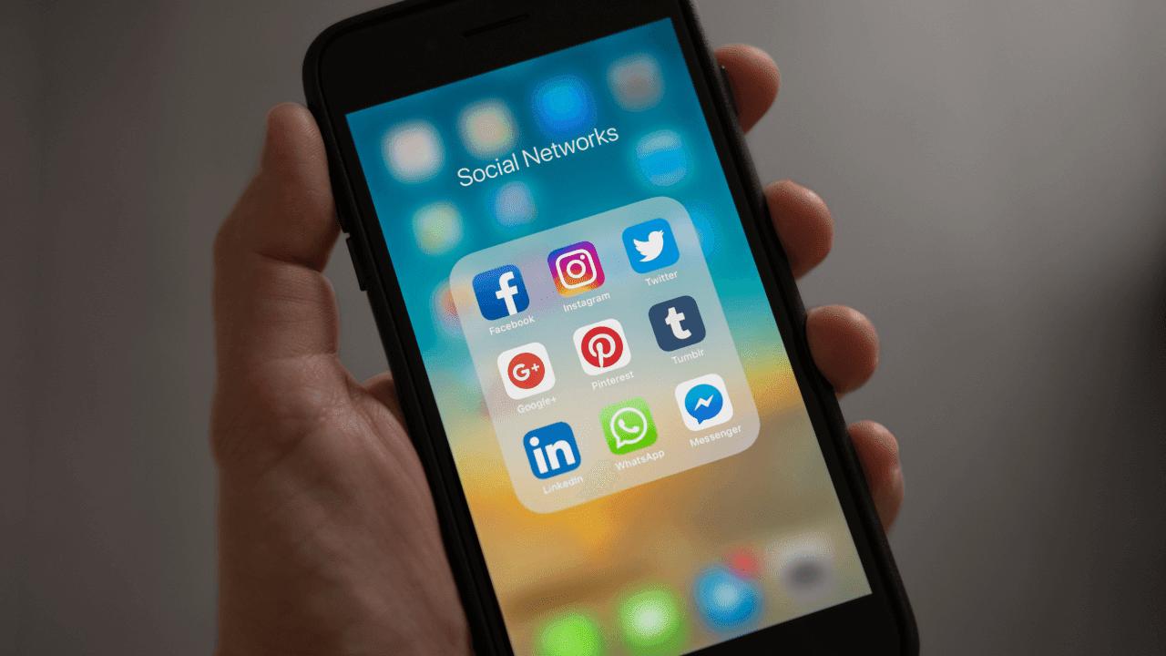 What is Twitter in Marathi