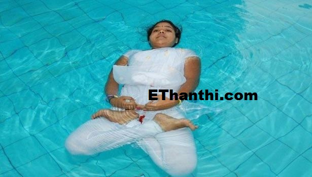 'அக்வா' ஆசனம் எனப்படும் நீரடி ஆசனம்