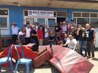 Jalin Kebersamaan, Polres Payakumbuh Kirim Personel Gotong Royong di Balai Wartawan Luak Limopuluah