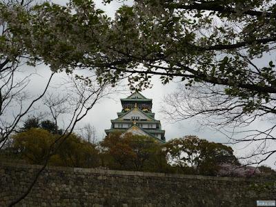 大阪城と桜