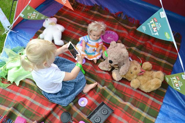 Tin Box Tot taking photos of her teddy bears picnic