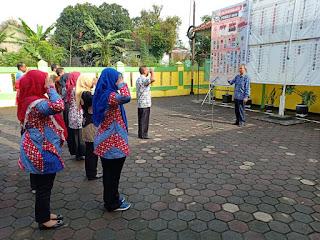 Apel pagi Gabungan di laksanakan di halaman kecamatan,dg semangat, dipimpin #Sekmat Dahlan Ar