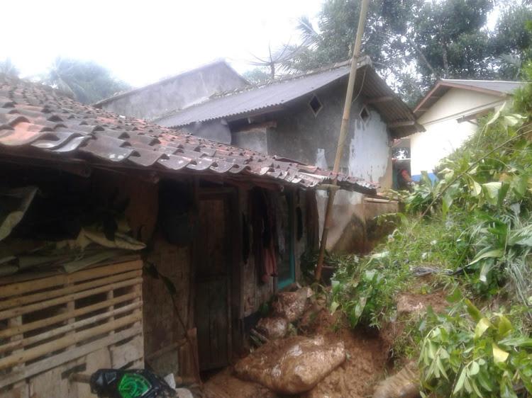 Longsor Timpa Rumah Janda Tuna Rungu Desa Palasargirang