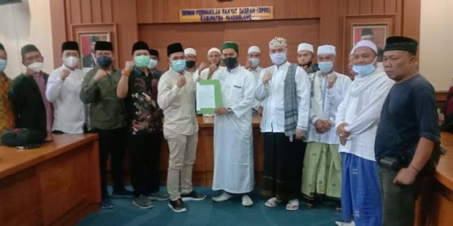 Puluhan Ulama dan Tokoh Datangi DPRD Pandeglang Tuntut HRS dkk Dibebaskan