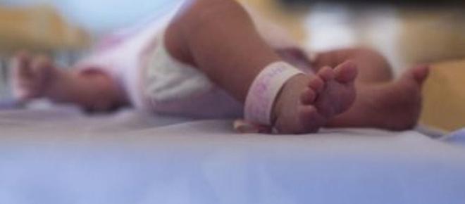 Criança é internada com agulhas no corpo
