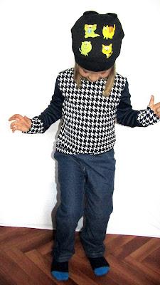Детская одежда. Кофточка и джинсики. Шапка