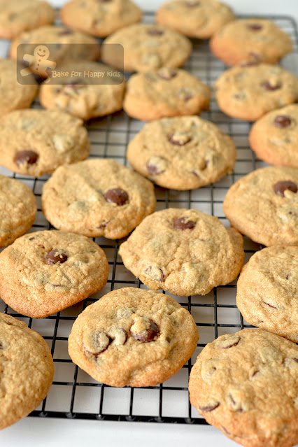 best crispy chewy chocolate chip cookies
