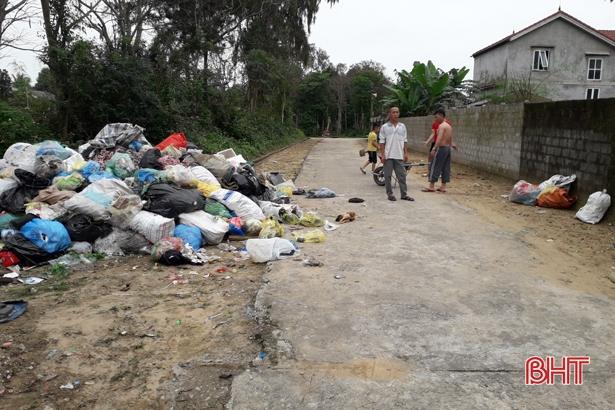 Bãi tập kết rác thải gây ô nhiễm