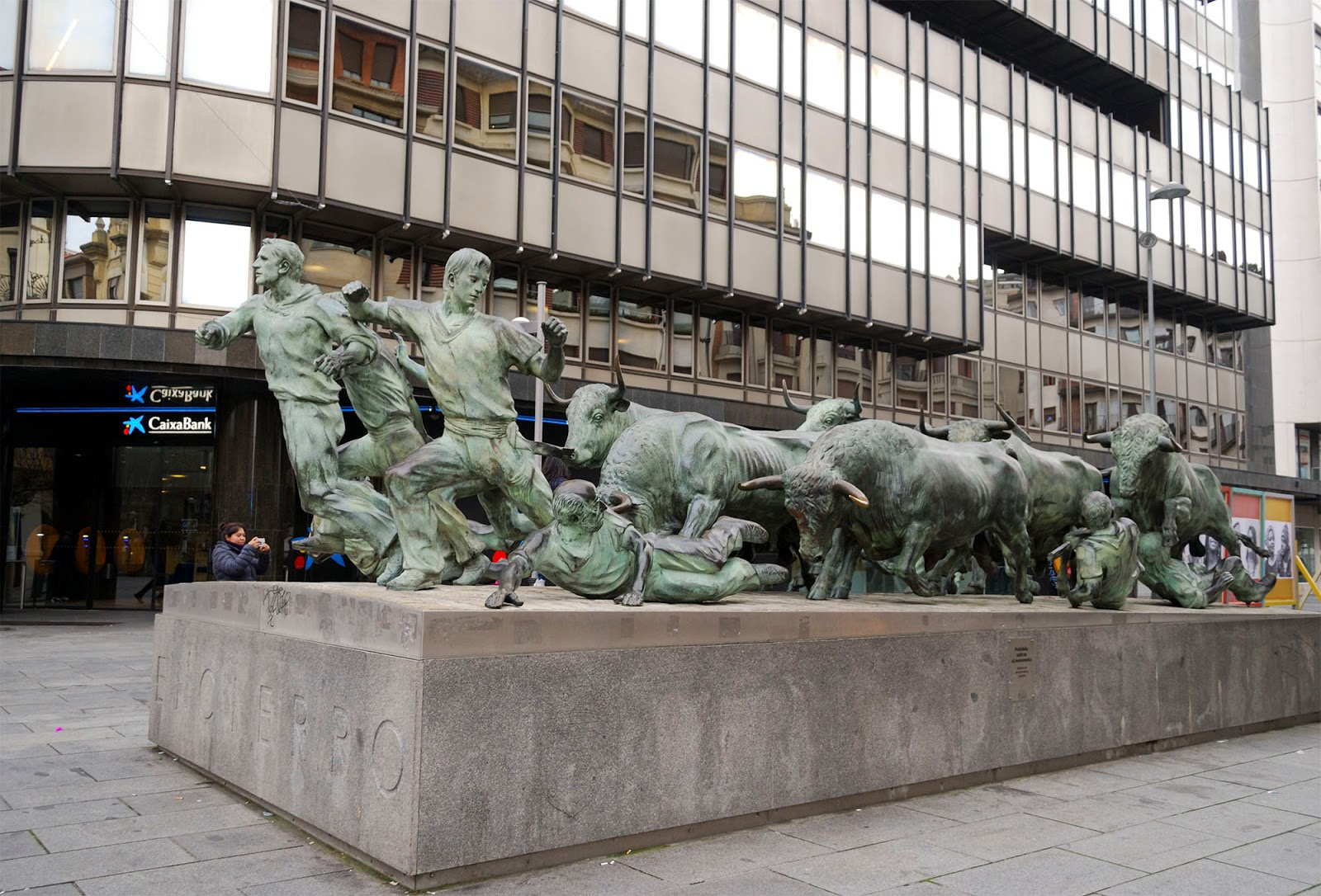 pamplona running bulls statue