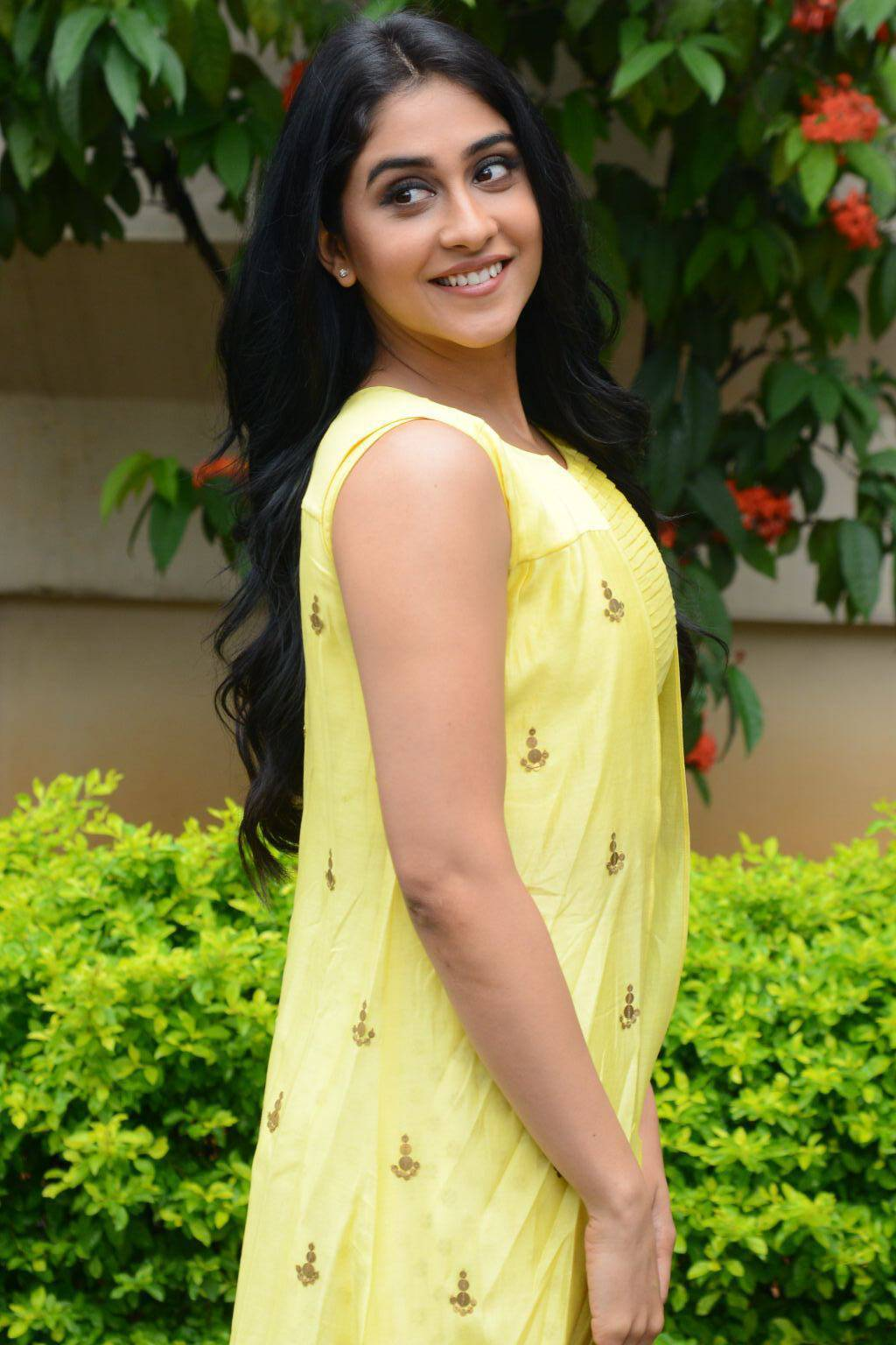 Regina Cassandra Hot In Yellow Dress