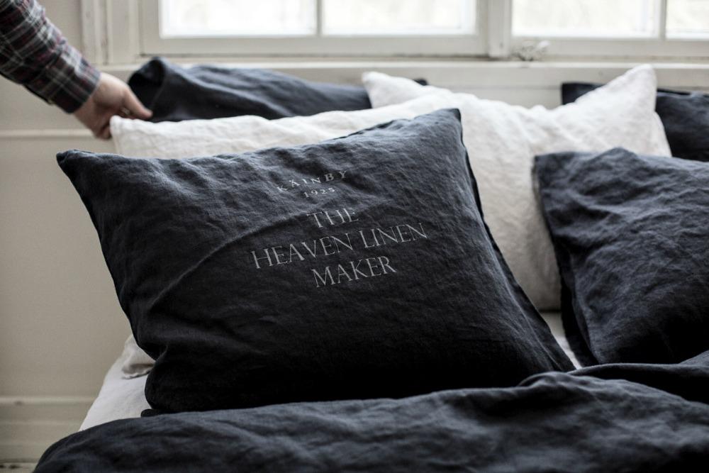 Käinby1925, Heaven Linen, pellava, linen, flax, bed, bedroom, scandinavian design, hygge home, nordic, living, bedding, makuuhuone, sisustus, sisustusinspiraatio, lakana, pellavalakana, pellavatyyny, pellavalakanat, pussilakana, aluslakana, Visualaddict, valokuvaus, valokuvaaja, Frida Steiner, valokuvaaminen, musta, black