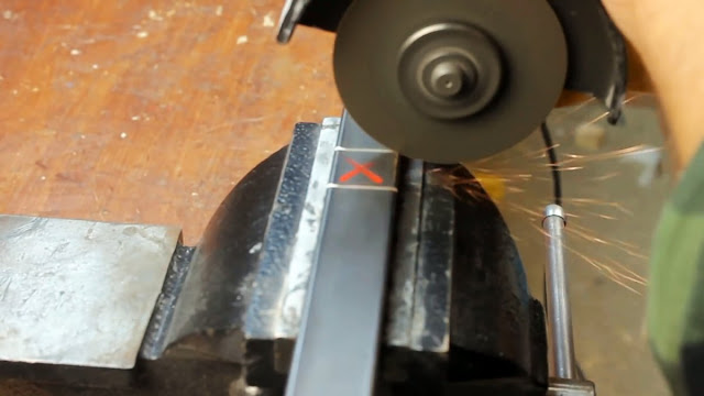 Как соединить профильные трубы без использования болтов и сварки