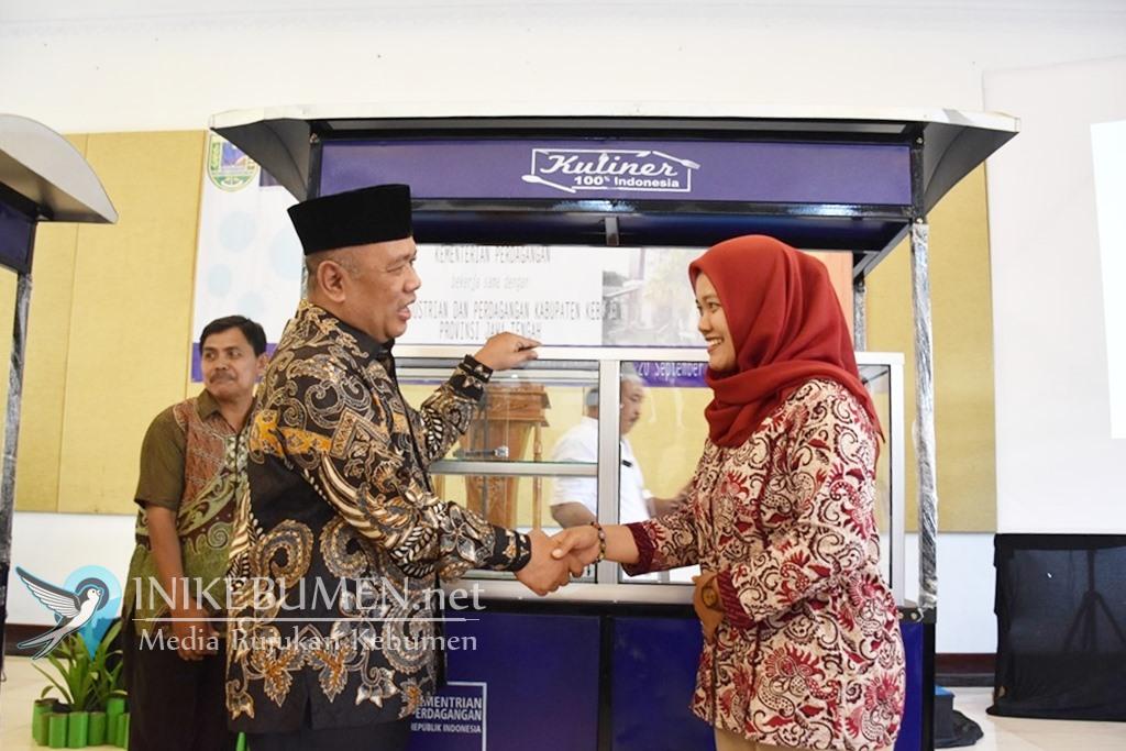 Kementerian Perdagangan Bantu 100 Gerobak Bagi PKL Kebumen
